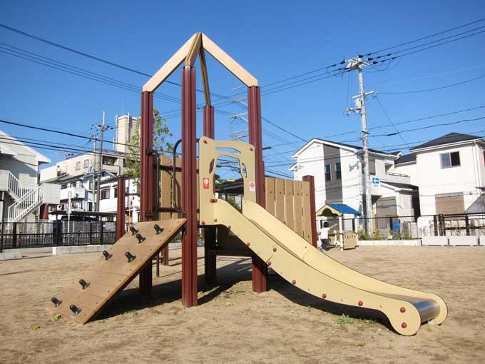 東芝跡地を一望できる公園「太田東芝児童遊園」