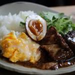 「カフェ小町」で和やかランチタイム。とろふわ食感のおすすめランチ。