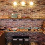 子供からお年寄りまで楽しめるパンが並ぶ「パンタダシ」