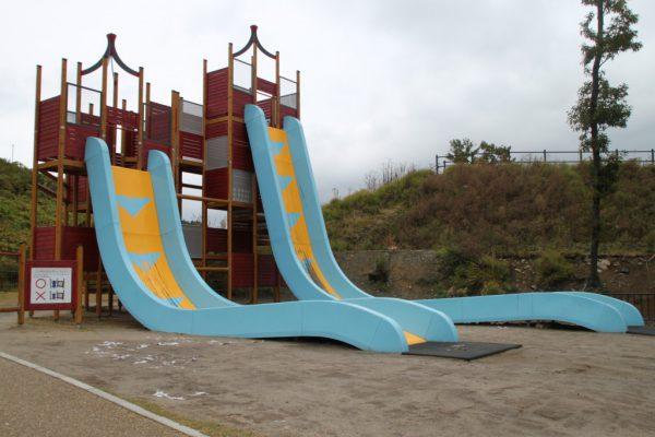 ごぶごぶの候補に出た!傾斜80度の滑り台「彩都なないろ公園」箕面市