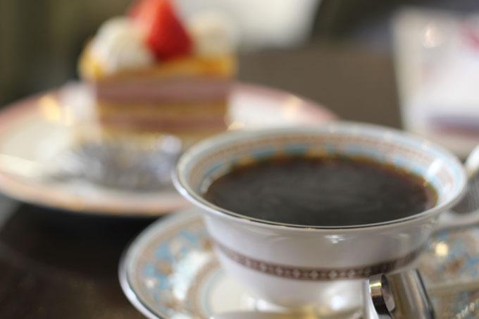 自家焙煎コーヒーと相性抜群のケーキが味わえる!「ボン・ネージュ」