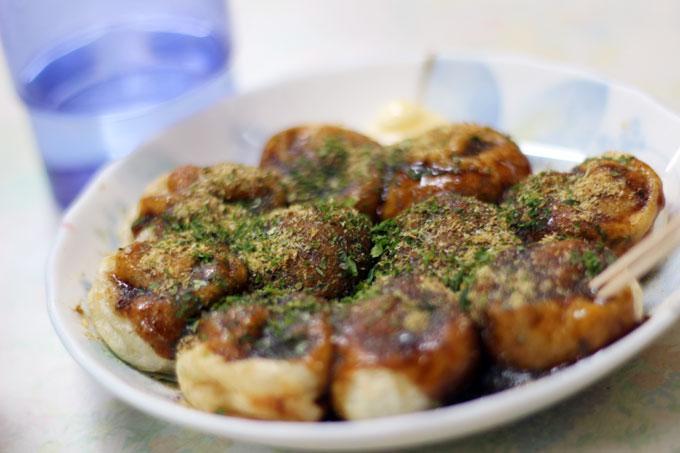 昭和レトロな雰囲気で味わう、たこ焼きと回転焼き「福原商店」茨木市