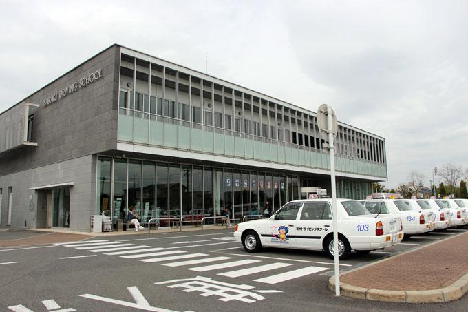 託児所付き教習所、子育てしながら免許がとれる「茨木ドライビングスクール」